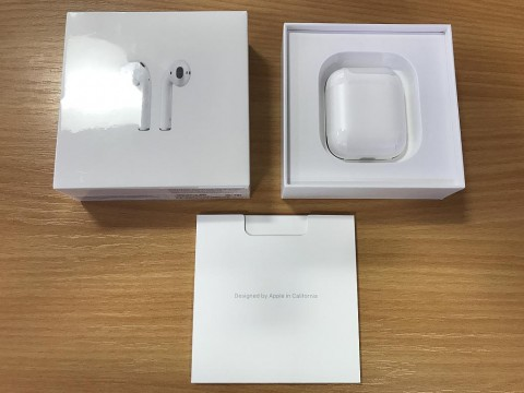 Apple Airpods, unboxed